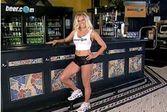 Виртуальная девушка-бармен