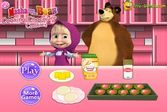 Маша и Медведь готовят еду дома