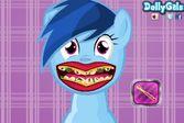 Лечение зубов маленькой пони