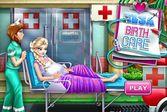 Беременная Эльза рожает в больнице